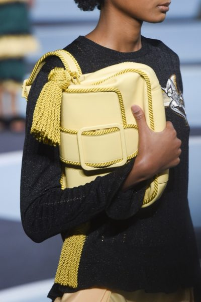 Meine Handtasche, mein Schatz. Tragetrend bei Marco De Vincenzo