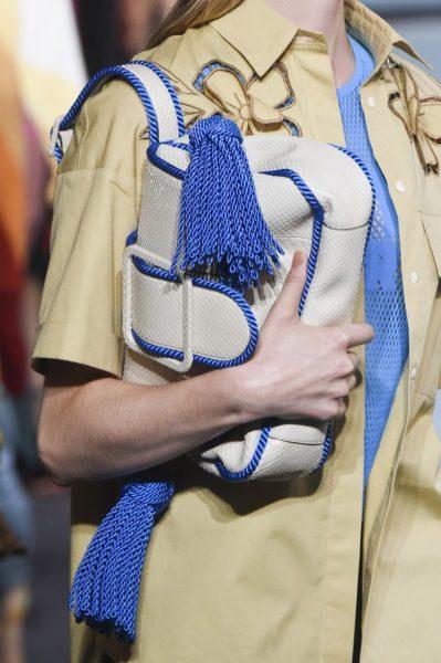 Jedes Model umklammerte ihre Marco De Vincenzo-Handtasche (ich verstehe es ja)