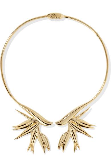 Goldfarbener Halsreif von Noir Jewelry mit Strelitzien, circa 26 Euro