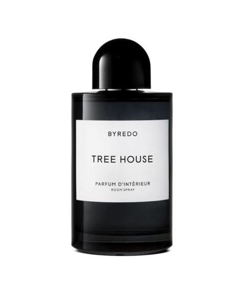 """Markant und würzig, der Raumduft """"Tree House"""" von Byredo (250 ml, circa 85 Euro)"""