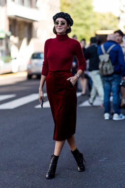 Model und Bloggerin Gala Gonzales trägt ein Outfit von Max Mara und ein Barett von Laulhère