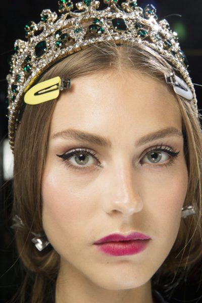 Backstage bei Dolce & Gabbana (die Klemmen kommen für die Show raus)