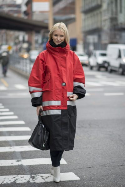 Mantel von Balenciaga (Herbst/Winter 2017), gesehen vor der Modenschau von Tory Burch in New York