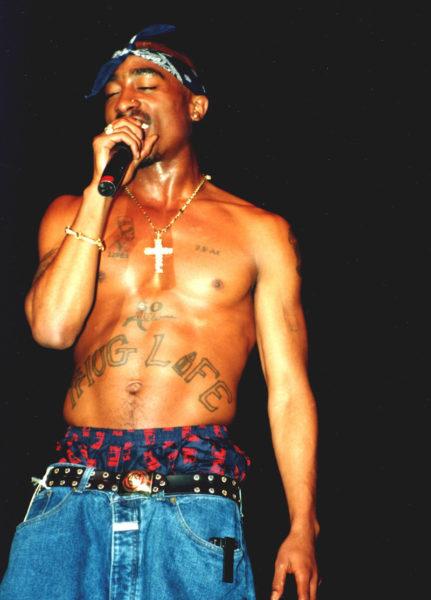 Baggy-Style mit Closed: Tupac bei einem Konzert im Jahr 1994