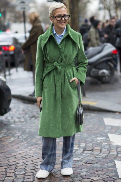 Ksenia Chilingarova, Autorin und Mitgründerin des russischen Daunenjacken-Labels Arctic Explorer, trägt einen Mantel aus der Per-Fall-Kollektion 2017 von Balenciaga