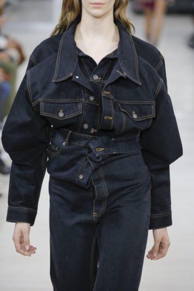 … was ziemlich cool aussieht – vor allem zur passenden, doppelt gelegten Jeansjacke