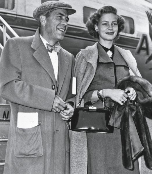 Humphrey Bogart und Lauren Bacall mit einer Handtasche von Serapian