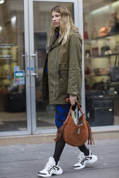 """Schwangerer Streetstylestar Veronika Heilbrunner in """"Archlights"""" von Louis Vuitton"""