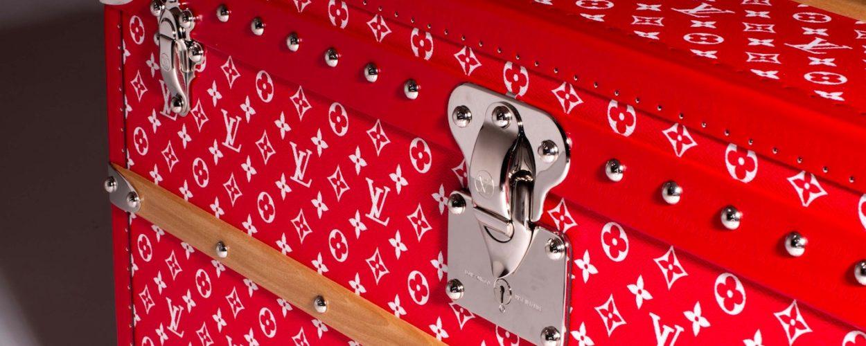 Louis Vuitton Supreme Koffer Auktion rot Paris