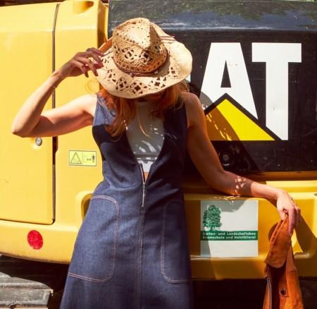 Schöner Angeben: Mein Bagger, mein Kleid, mein Hut