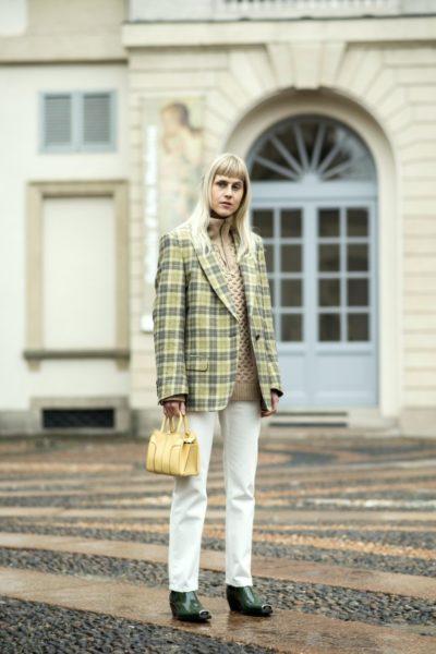 Bloggerin Linda Tol (aus Amsterdam) trägt Schuhe von Calvin Klein
