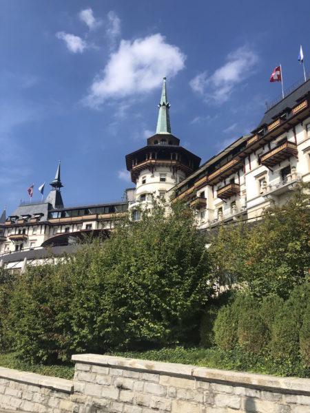 Das Hotel vom Spazierweg aus fotografiert