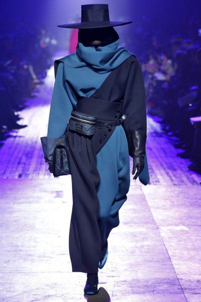 Very 80ies: auch der Schalkragen von Marc Jacobs