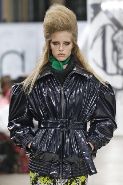 Die Jacke aus der aktuellen Kampagne in Schwarz (statt Flieder)