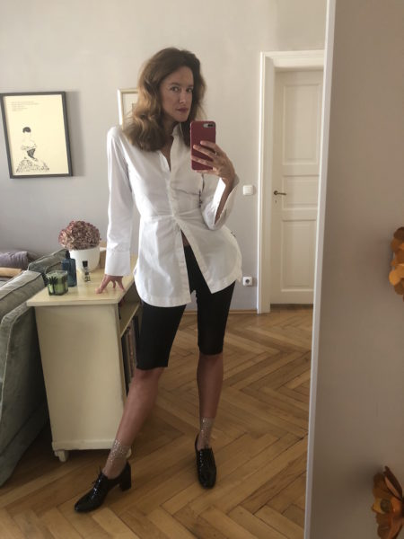 Alaïa-Bluse geht immer! (Glitzersöckchen: Fogal)