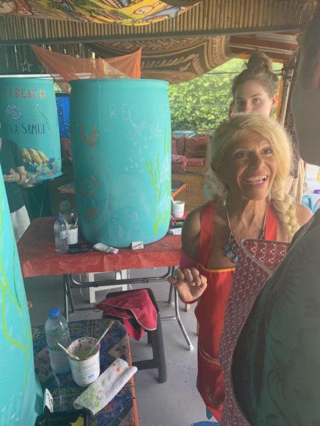 Donna Reiss erklärt ihr 'Trash Bin Painting'