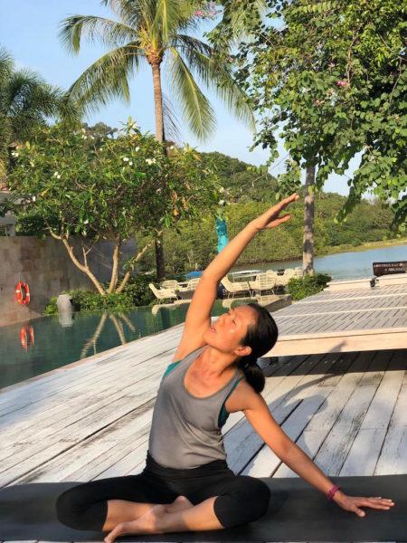 Morgens um 8 Uhr: Yoga am Erwachsenen-Pool