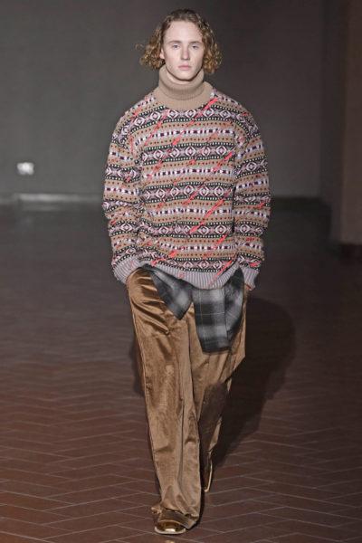 Geschlitzter Strickpullover bei der Y/Project Fashion Show