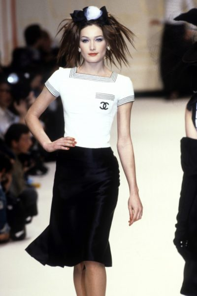 Carla Bruni trägt Sommer 1995