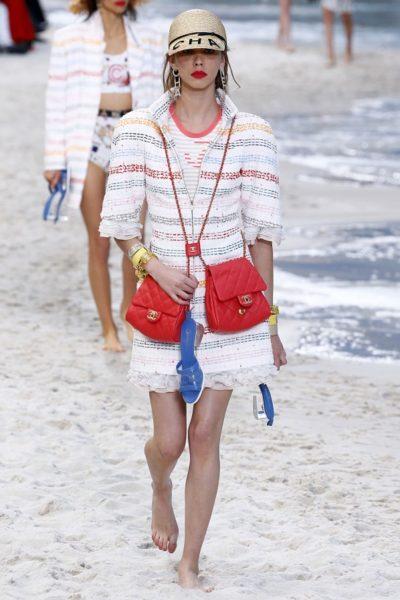 Kommt für diesen Sommer in die Läden: der Strandverkäufer-Look von Karl Lagerfeld für Chanel.
