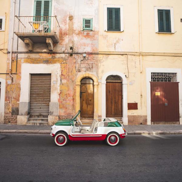 Neu: Dieses süße E-Mobil als Mietauto für Italien
