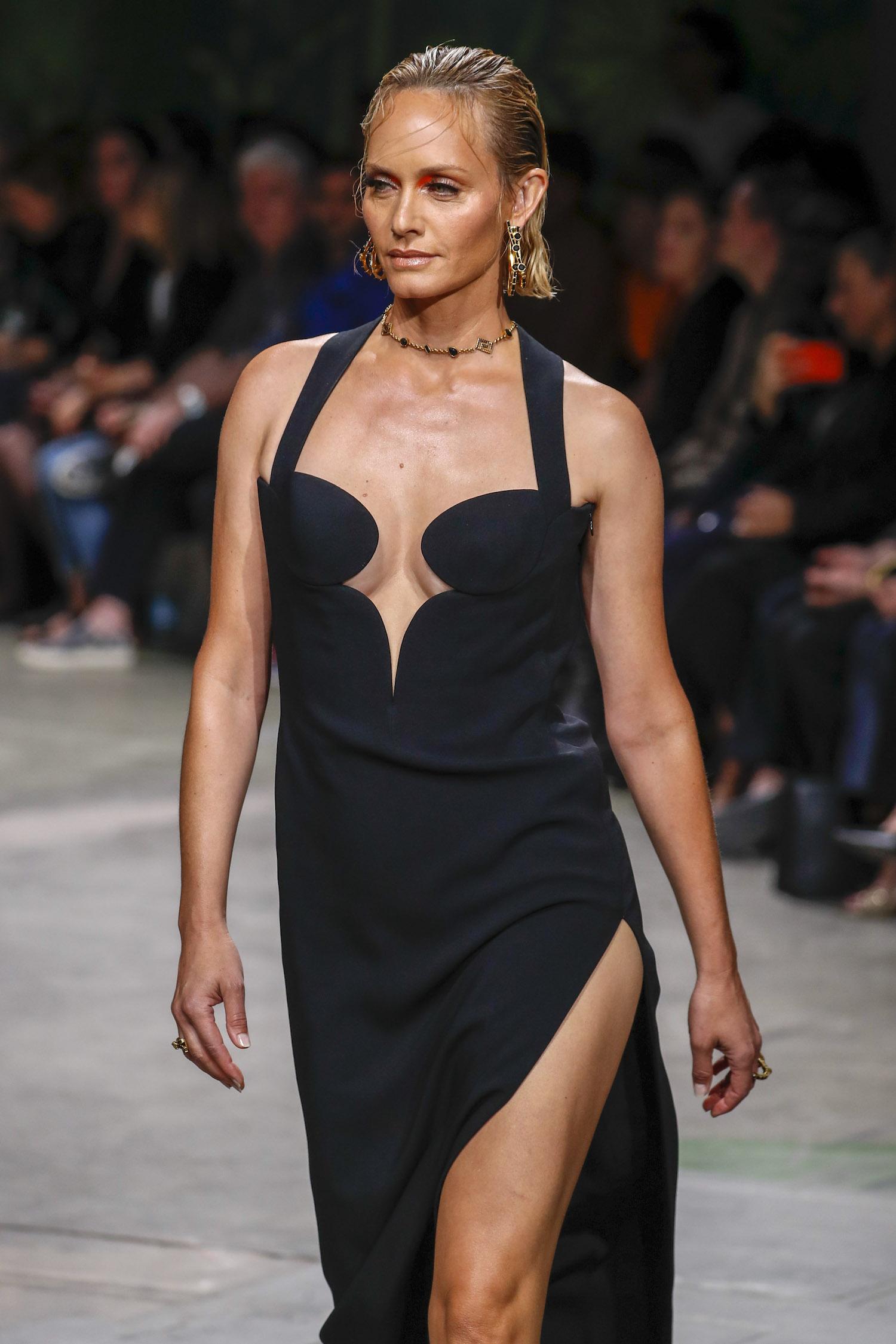 Amber Valletta Versace spring 2020 Modepilot