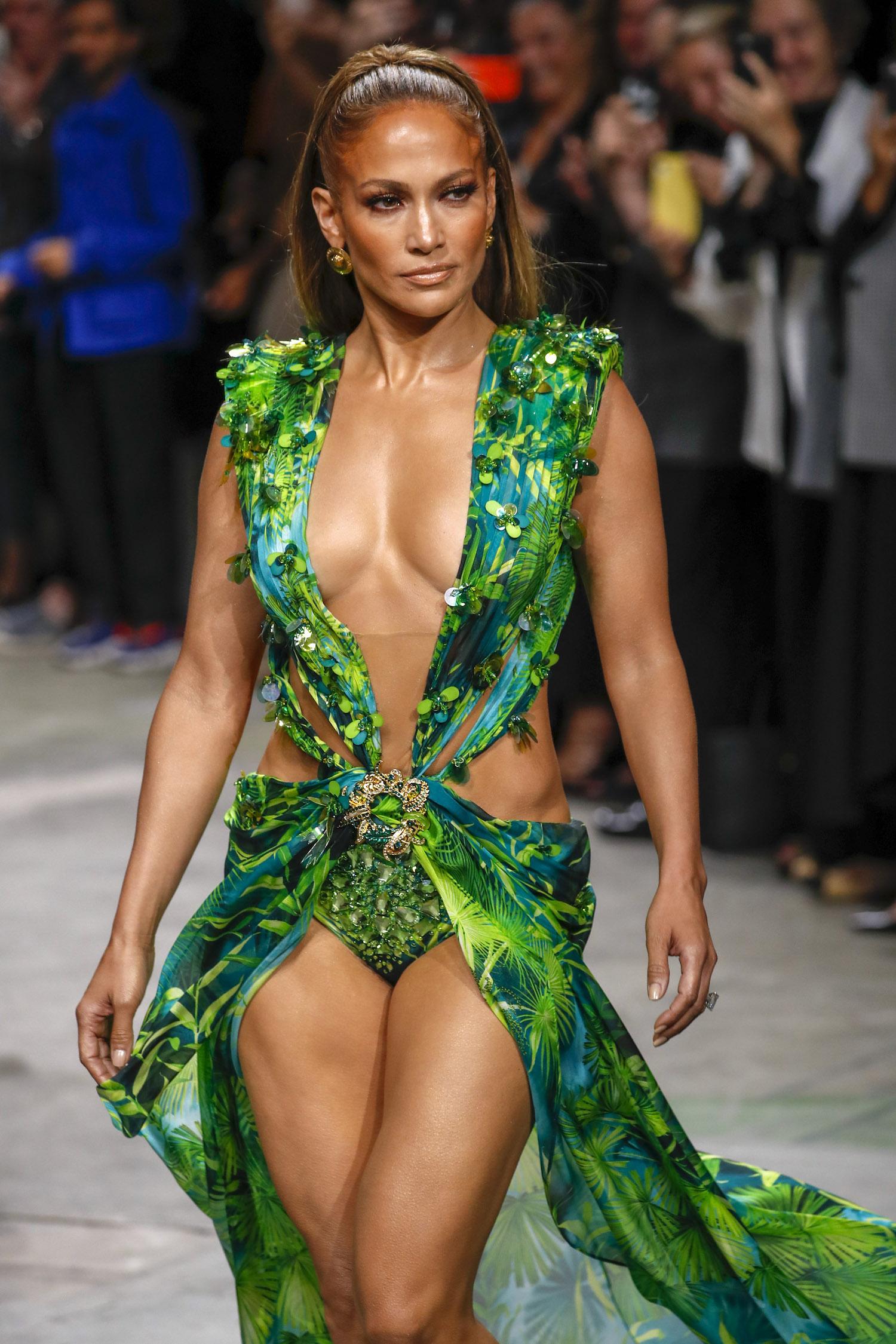 Modepilot Jennifer Lopez Dekolleté-Pflege