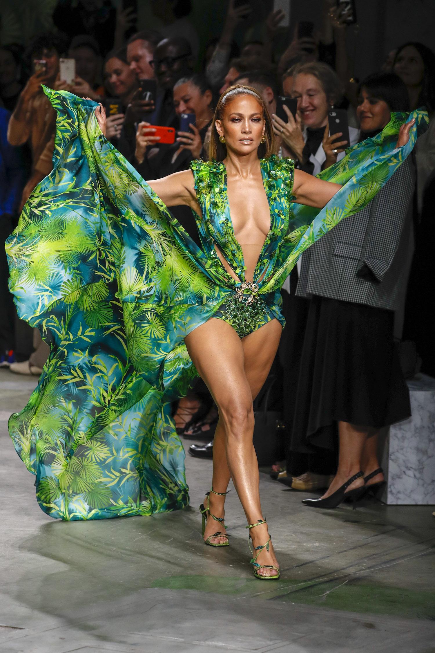 Versace Modepilot Jennifer Lopez Achseln