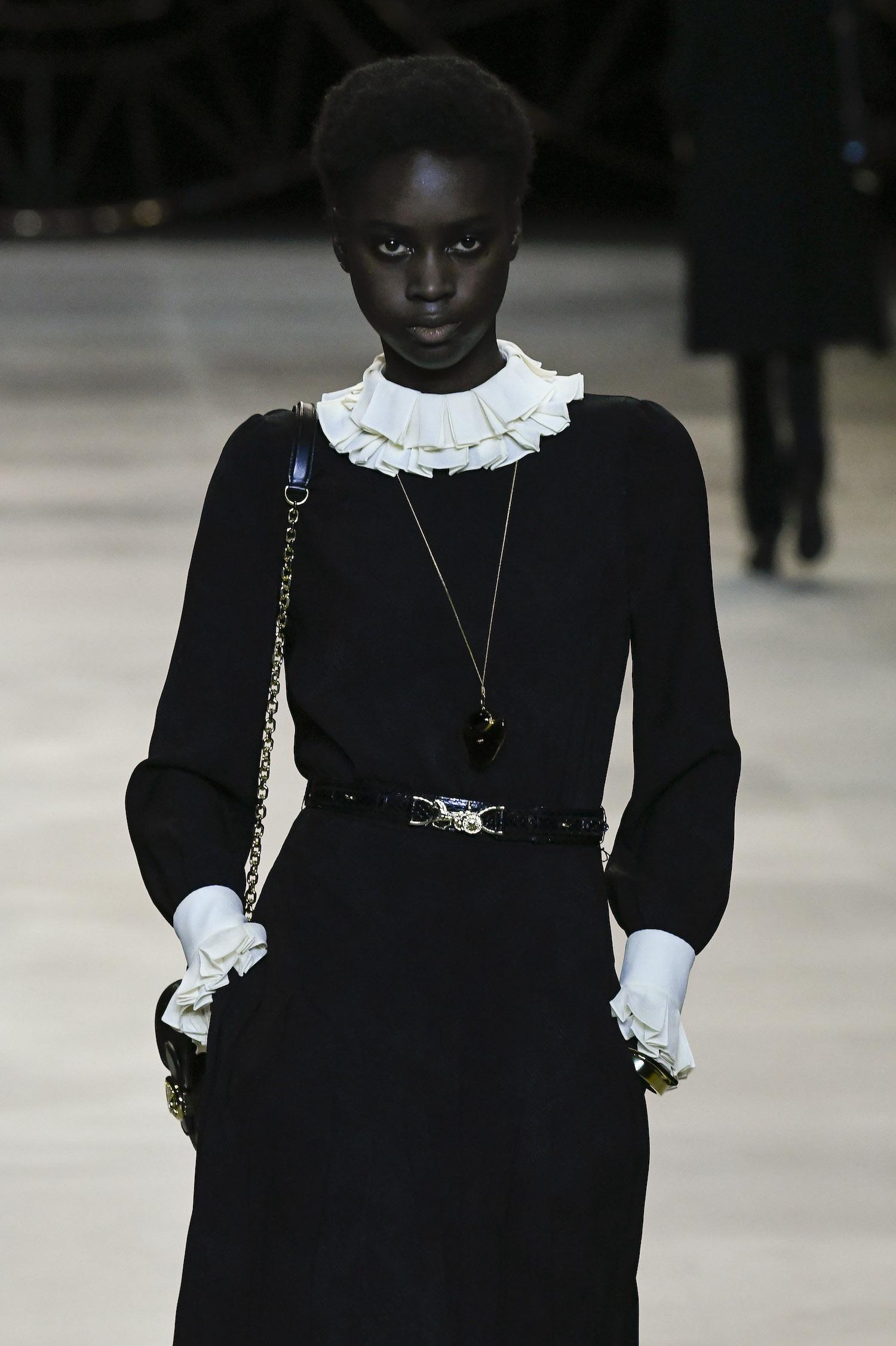 Modepilot Celine weißer Kragen 2020